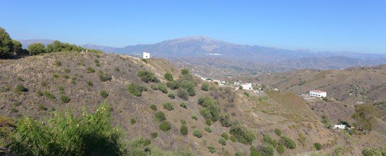 Uitzicht op Axarquia vanaf De Spaanse boerderij Cortijo del Zorro in Andalusië