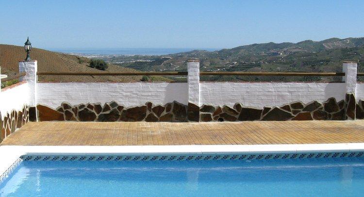 Vakantiehuis met zicht over mooie natuur van Zuid Spanje richting zee