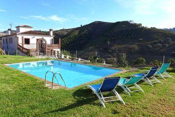 Casa Trinidad 1 - appartement in landhuis in Andalusië bij dorp, 20km van zee