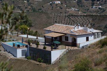 Villa Tortela - NIEUW!!! - Villa Zuid Spanje gelegen in natuur op 35km vanaf Malaga.