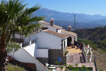 Casa Los Rosales - luxe villa Andalusië vakantiehuis met zwembad bbq wifi
