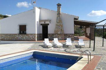 Casa Velasco - Villa Andalusië: ruime woonkamer, zwembad, wifi, broodoven